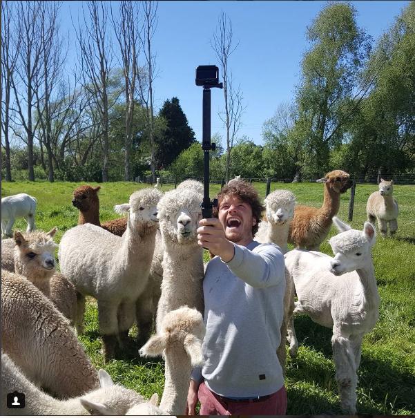 """Las selfies del """"doctor Dolittle humano"""" que se han vuelto virales en redes sociales"""