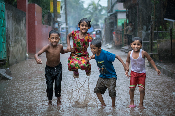 Fardin Oyan Happiness of a rainyday